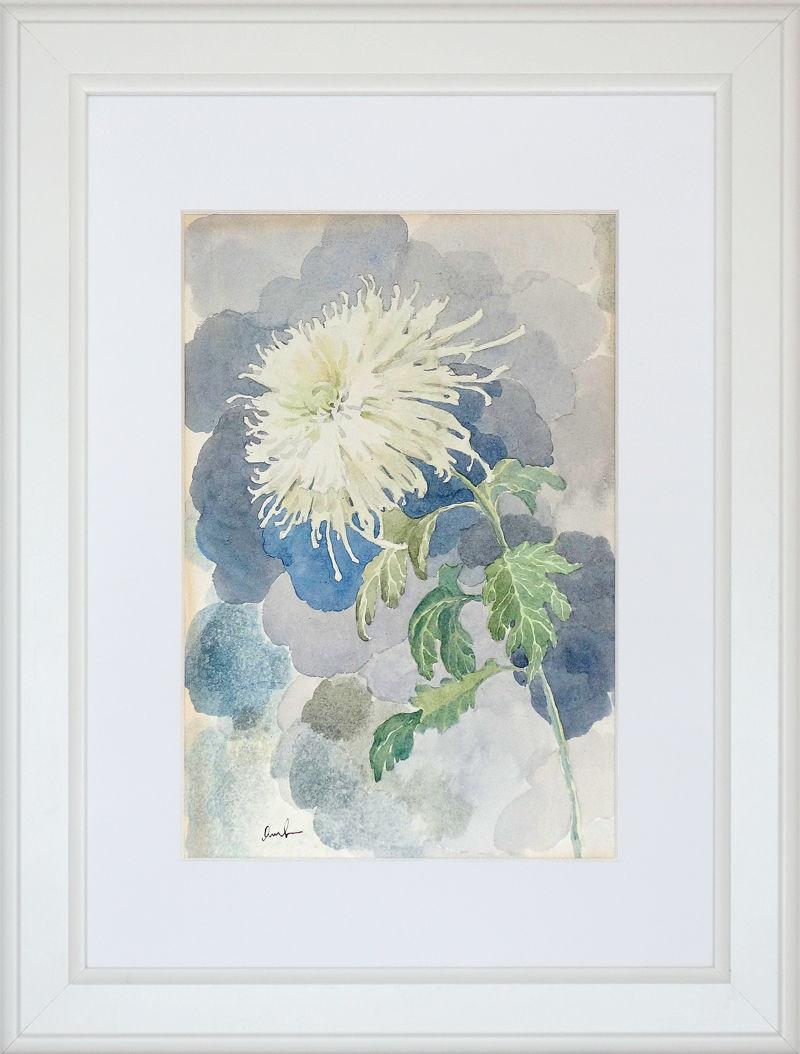 Анна Чепель. Хризантема, 2005. Изображение цветка белой хризантемы на акварельном фоне, крупным мазком в серо-голубых тонах.