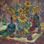 Анна Чепель. Натюрморт с подсолнухами, 2000. Букет подсолнухов, в окружении бутылок разных форм, дополненный овощами. Написано широким пастозным мазком.