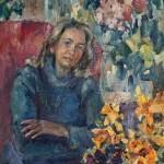 Анна Чепель. Мама, 2000. Изображение женщины в кресле, окруженной цветами.