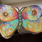 Раскрашенная бумажная бабочка. Работа с детьми педагога Анны Чепель.